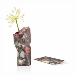 Tiny-Miracles-Florero-Papel-Still-Life-W-Flowers